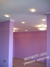 підвісна стеля з гіпсокартону з вбудованими світильниками
