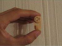 Повісити картину на стіну без цвяхів
