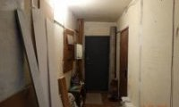 За кілька секунд перебування в такому коридорі можна наскрізь просочитися відчаєм.  Хіба ні?  О, скільки нещасних сімей живуть в подібних умовах ...